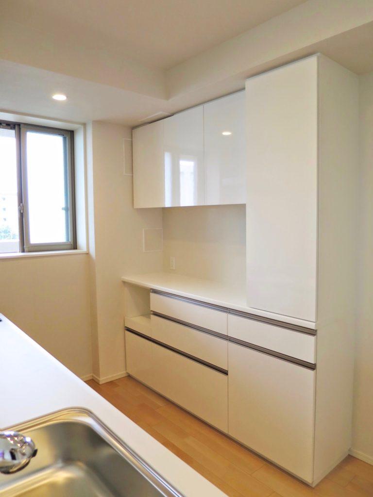 キッチン背面収納を造作する価格は安い?おしゃれな家具も夢 ...
